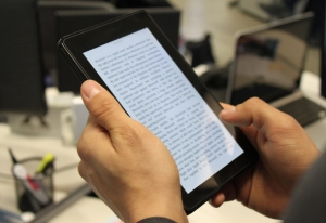 amazon-kindle-fire-reading-book